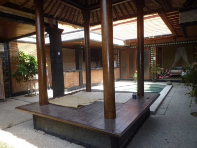 photo: Villa 3 rooms for rent (lease) in Seminyak, Bali