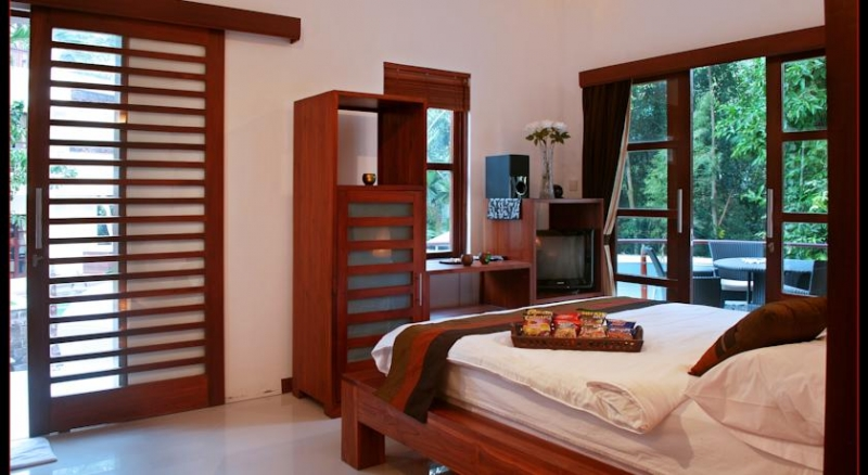 photo: villa 8 bedrooms with spa for rent (lease) in Umalas, Bali