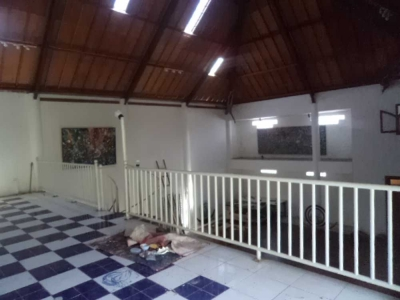 photo: 200-sqm loft to renovate on a 600 sqm plot for lease up to 30 years. 5 min from central Seminyak. High potential!