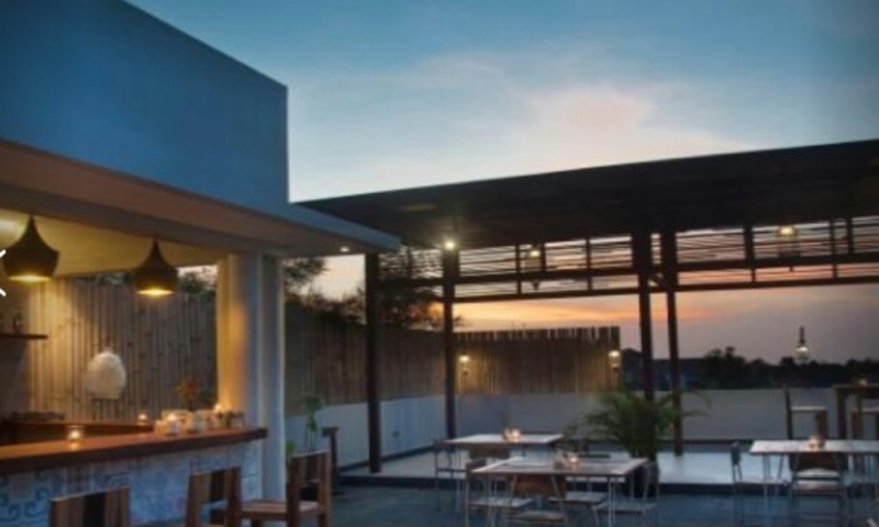 photo: 24-BR Hotel business for sale in central Seminyak (30-year lease)